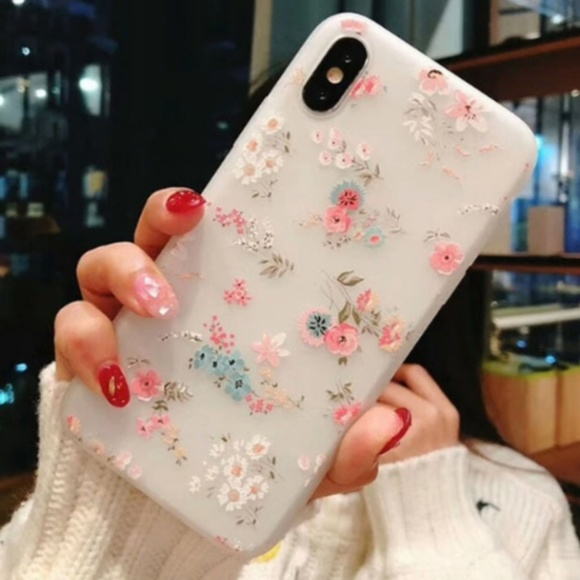 Accessories - NEW iPhone 7/8 Floral Case